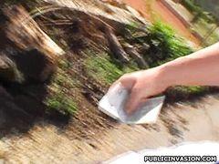 Чешская роллерша трахается за деньги в парке с незнакомцем