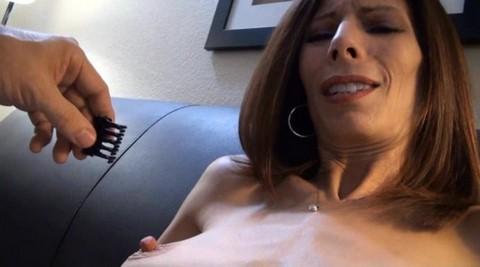 Жена с большими сосками на природе