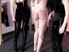 Жестокая госпожа и ее подруга устроили рабу сексуальную порку