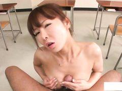 Раскрепощенные японские студенты трахают училку после пар