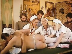 Французские медсестры соблазняют пациентов в больнице
