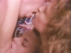 Ненасытные девушки развлекаются с разными парнями в ретро фильме