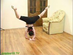 Парень пришел к русской гимнастке и хорошенько ее трахнул