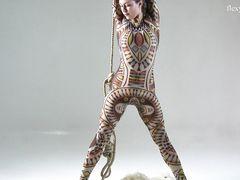 Талантливая русская гимнастка раздевается догола во время шоу