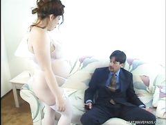 Рыжая беременная девушка в чулках трахается с небритым мужиком
