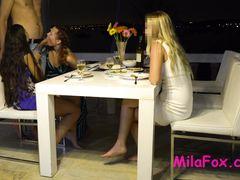 Романтический ужин с подругами девушки закончился домашней групповухой