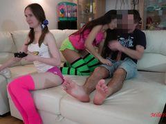 Милые русские девушки играют в Gta 5 и трахаются с другом