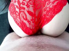 Пышечка в в красных трусиках трахается раком с любовником
