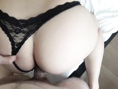 Жопастая красотка в в сексуальных трусиках ебется от первого лица