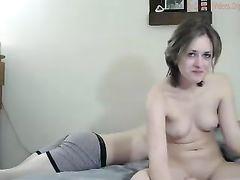 Легкое шоу с сексом юной парочки снятое для эротического чата чатурбат