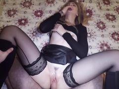 Горячая девочка в сексуальных чулках трахается от 1 лица с бойфрендом