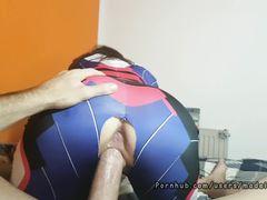 Испанская девушка в леггинсах с дыркой между ног скачет на члене