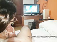После просмотра порнухи милашка как бестия ебется с испанцем у себя на квартире