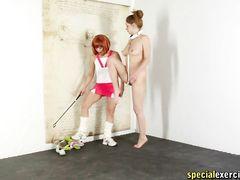 Рыжая БДСМщица нашла себе послушную молодую рабыню