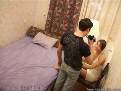 Миниатюрная камера в спальне снимает трахающих русских подростков