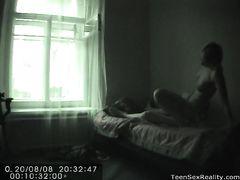 Извращенец подсматривает за сексом подростков через скрытую камеру
