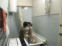 Горячий домашний секс в ванной двух 18-летних русских ребят