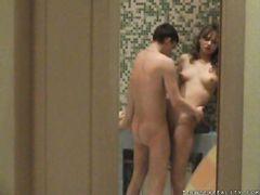 Подглядывание за молодой русской парой занимающейся сексом в ванной