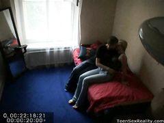 Домашний русский секс на скрытую камеру на небольшом диванчике