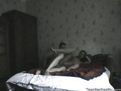 Миниатюрная скрытая камера в спальне сняла на видео домашний секс