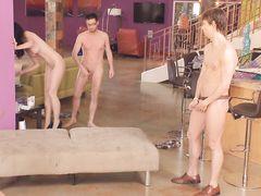 Мулатка и ее подружки участвуют в секс оргии на вечеринке