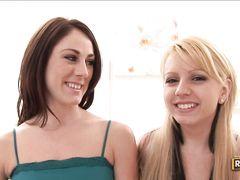 Активная лесбиянка со страпоном оттрахала в пизду свою подружку