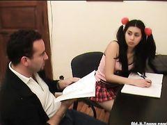18 летняя двоечница с косичками жахается с похотливым репетитором