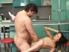 Лохматый отчим уговаривает на инцест юную худышку с красивыми длинными ножками