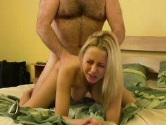 Брутальный самец жестко дрючит россиянку с красивыми большими сиськами