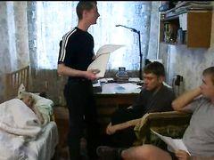 Домашнее порево жирной блондинки и трех русских мальчиков