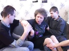 Домашняя оргия бабушки и целой толпы пьяных русских парней