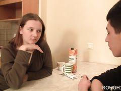 Москвич наказывает поркой и ебет непослушную девочку с красивой попой