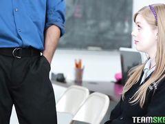 Учитель музыка трахает в школе свою любимую юную ученицу