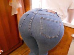 Грубый кобель порвал джинсы и трахнул жопастую русскую рыжуху