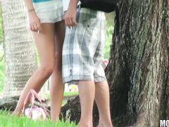 Чувак с камерой подсмотрел как его друг трахается на природе