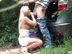 Случайный прохожий с камерой подсматривает за сексом в лесу