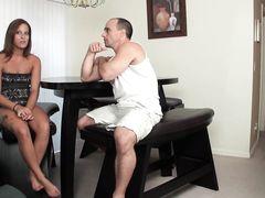 Нелегальное видео с инцестом отчима и шаловливой падчерицы