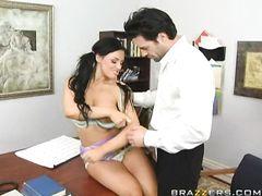 Удачливый учитель занялся сексом с ученицей с большими сиськами