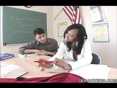 Пошлый учитель присунул в черную пизду студентки