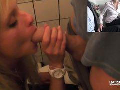 Парни снимают на видео домашний секс втроем с красивой немкой
