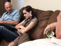 Юная девочка с косичками трахается за деньги с двумя стариками
