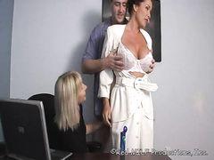 Муж, жена и сестра жены устраивают жаркий семейный секс втроем