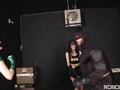Бэтмен остановил время и хорошенько потрахался с двумя супер героинями