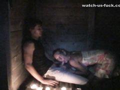 Чешская пара на отдыхе занимается романтичным сексом в темноте