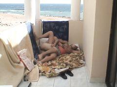 Туристы из Чехии занимаются любительским сексом на балконе в отеле