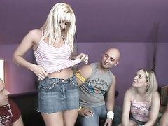 Сексуальные игры на студенческой вечеринке закончились оргией