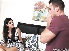 Неостановимый паренек трахает маму друга на кровати в ее спальне