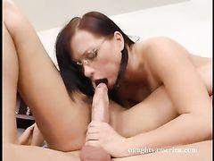 Секретарша в чулках и ее коллега занялись сексом втроем с боссом
