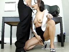 Лысый начальник наказал сексом плоскогрудую секретаршу