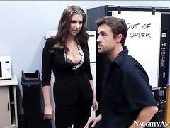 Грудастая секретарша занимается анальным сексом с начальником